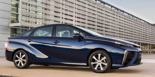 2016_Toyota_Fuel_Cell_Vehicle_0041