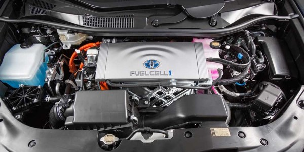 2016_Toyota_Fuel_Cell_Vehicle_0091