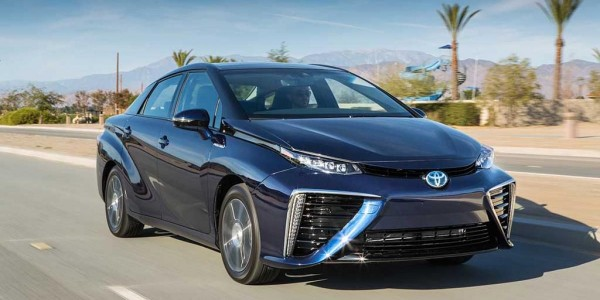 2016_Toyota_Fuel_Cell_Vehicle_0411