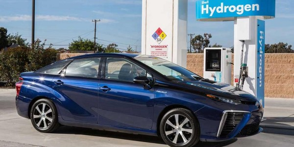 2016_Toyota_Fuel_Cell_Vehicle_0141