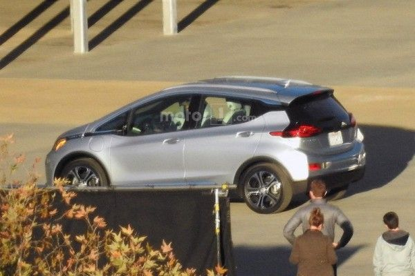 2017-chevrolet-bolt-spy-photo (3)