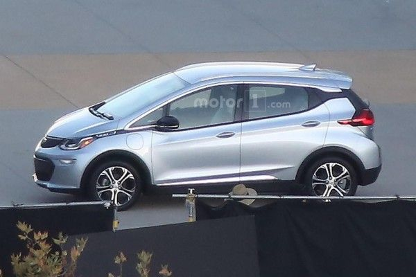 2017-chevrolet-bolt-spy-photo